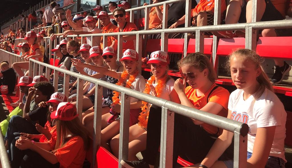 De Meiden van VIOD MO13 zwaaien Oranje Leeuwinnen uit!