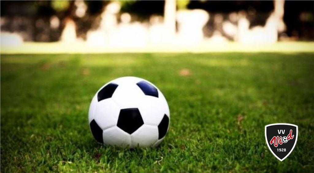 Het voetballeven ligt even stil